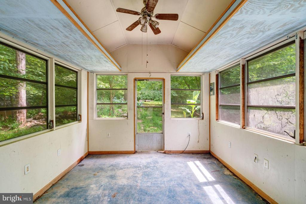 Garden shed with electricity - 12805 KAHNS RD, MANASSAS