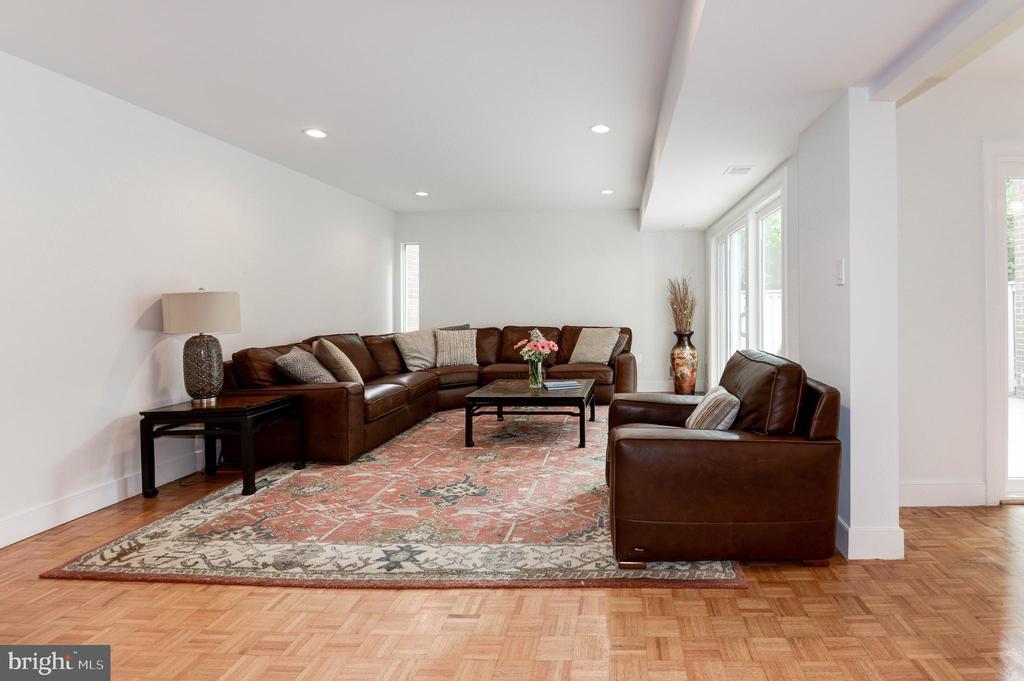 Large Family Room - 11568 LINKS DR, RESTON