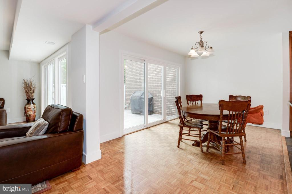 Dining Room opens to spacious flagstone patio - 11568 LINKS DR, RESTON