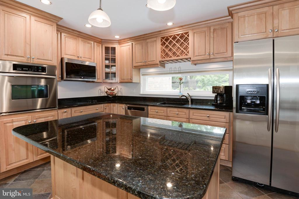 Kitchen with Stainless Steel & Granite Countertops - 11568 LINKS DR, RESTON