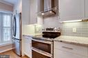 Double oven electric range - 6705 WASHINGTON BLVD #G, ARLINGTON