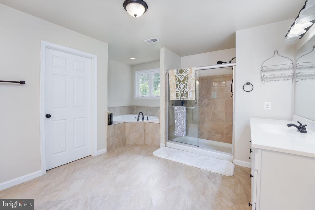 - 3209 SHOREVIEW RD, TRIANGLE