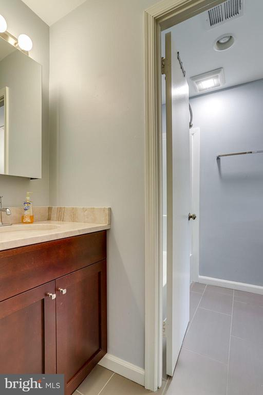 Half bath adjacent to second bedroom - 6705 WASHINGTON BLVD #G, ARLINGTON