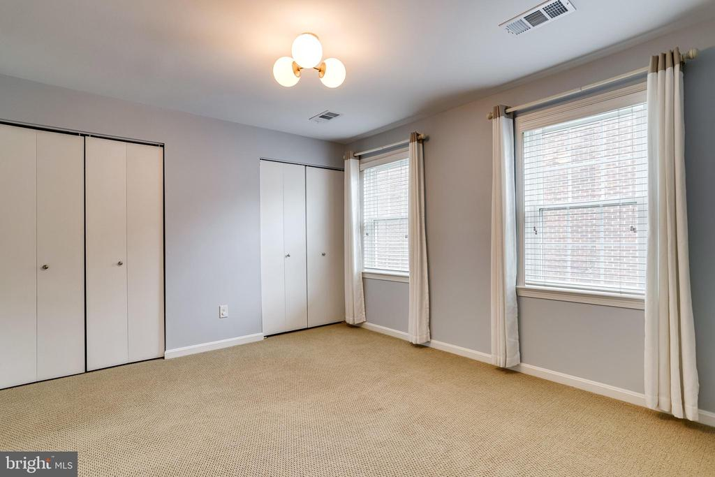 spacious second bedroom - 6705 WASHINGTON BLVD #G, ARLINGTON