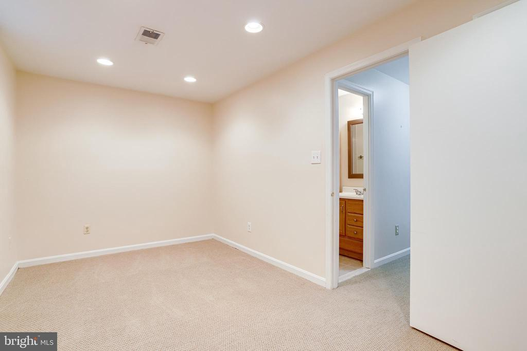 Lower level 3rd bedroom or office - 6705 WASHINGTON BLVD #G, ARLINGTON