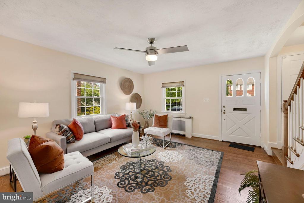 Living Room toward front door - 710 N NELSON ST, ARLINGTON
