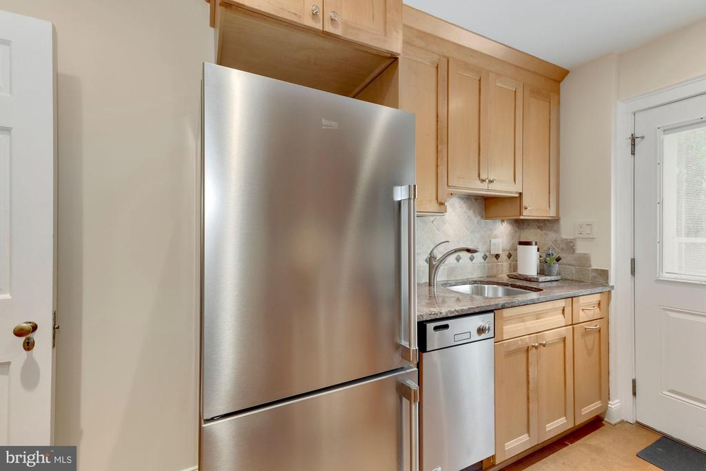 High quality renovated Kitchen - 710 N NELSON ST, ARLINGTON