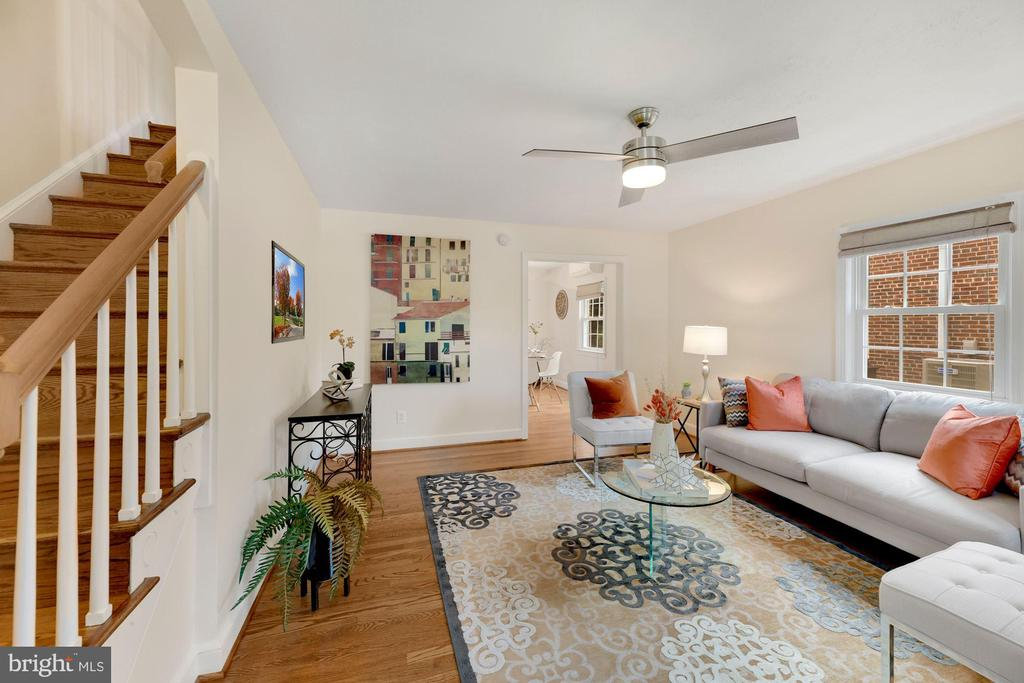 Bright and spacious Living Room - 710 N NELSON ST, ARLINGTON
