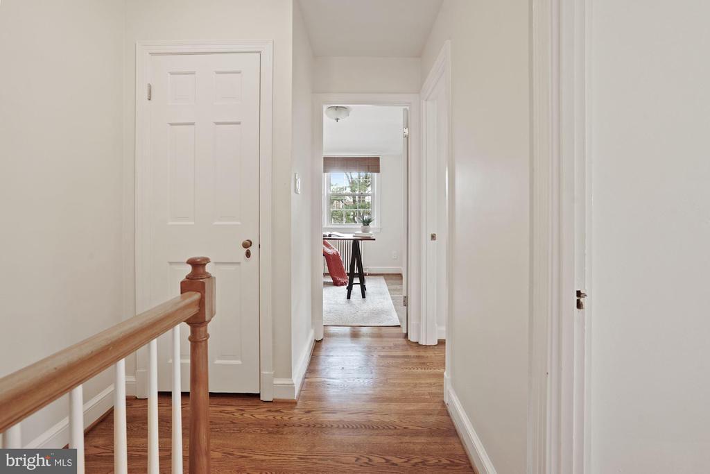 Upper level hall toward Master Bedroom - 710 N NELSON ST, ARLINGTON
