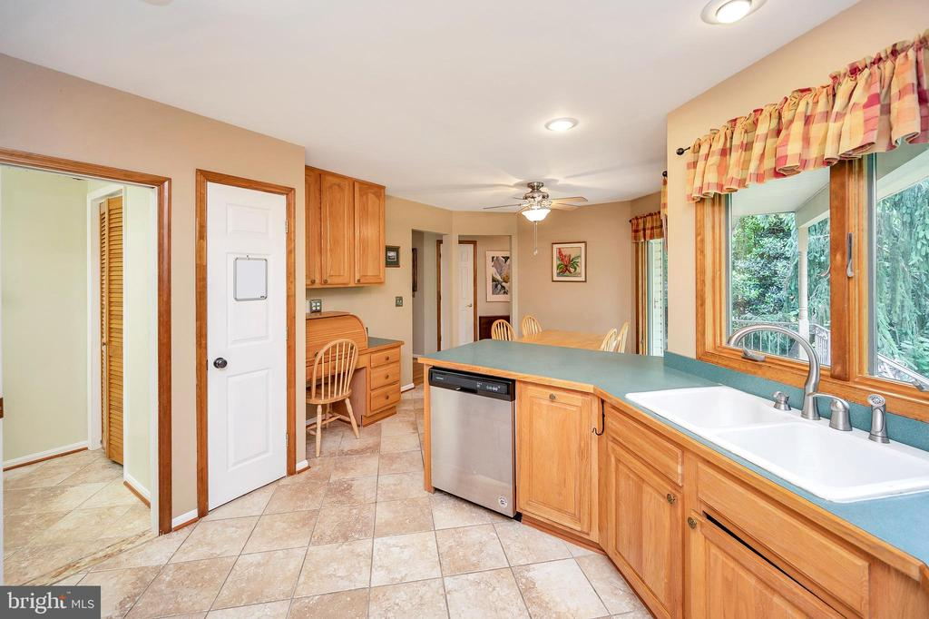 Off the kitchen are pantries & an oversize laundry - 205 PINE VALLEY RD, LOCUST GROVE