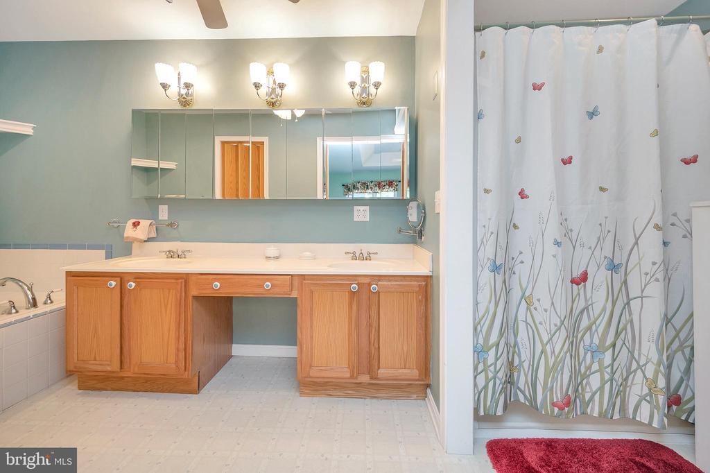 Sep Shower  & dressing center vanity bathroom - 205 PINE VALLEY RD, LOCUST GROVE
