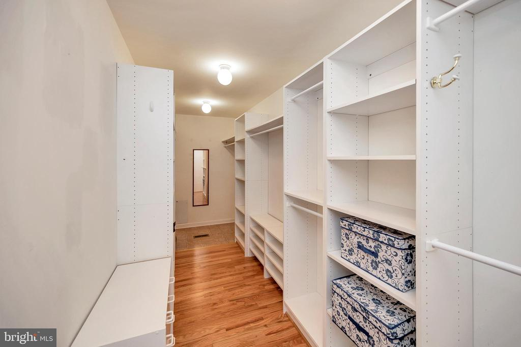Walk in Closet with built-ins - 205 PINE VALLEY RD, LOCUST GROVE