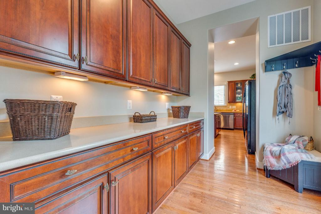Butler's Pantry Leading to the Dining Room - 41873 REDGATE WAY, ASHBURN