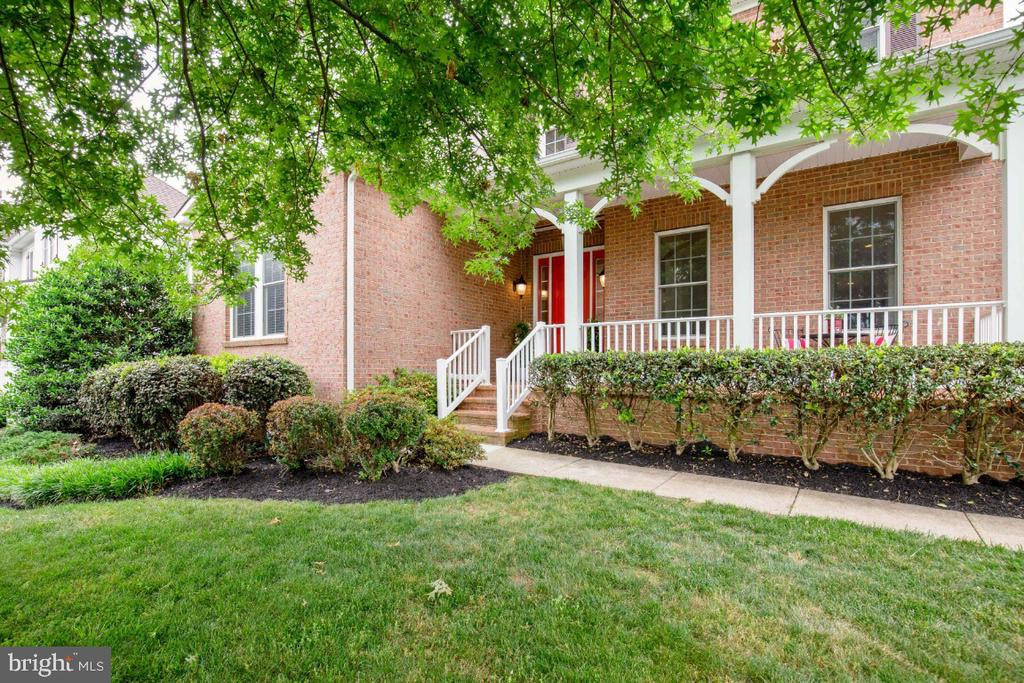 Inviting Front Porch - 41873 REDGATE WAY, ASHBURN