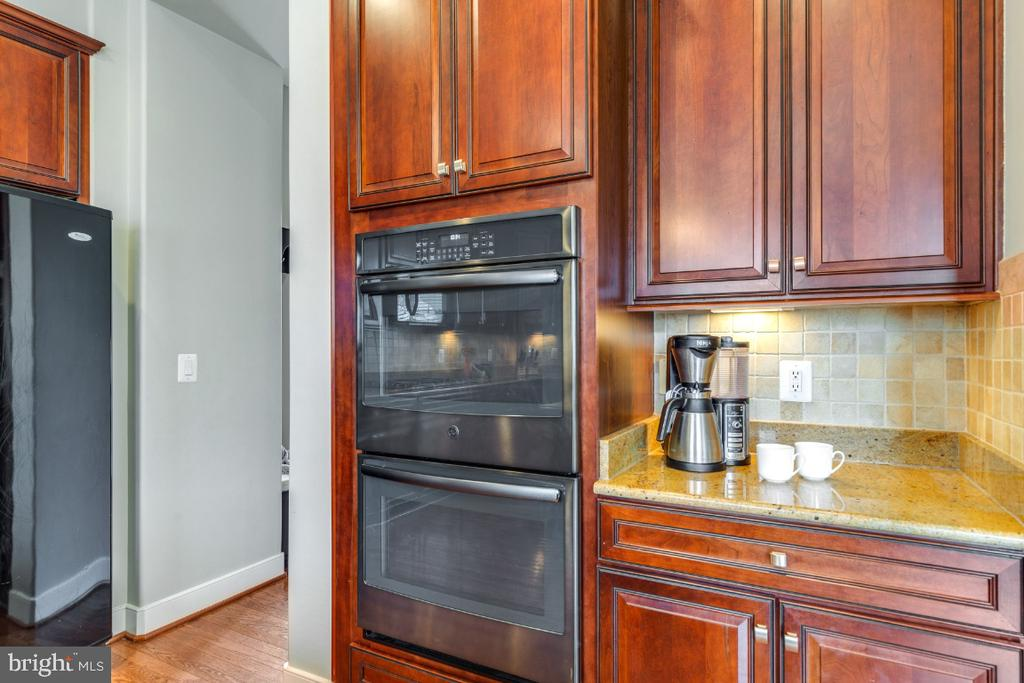 New Double Ovens - 41873 REDGATE WAY, ASHBURN