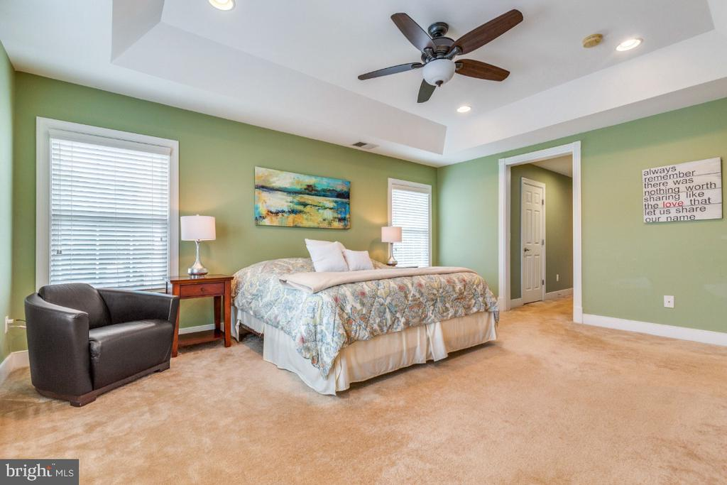 Owners Suite with Plenty of Natural Light - 41873 REDGATE WAY, ASHBURN