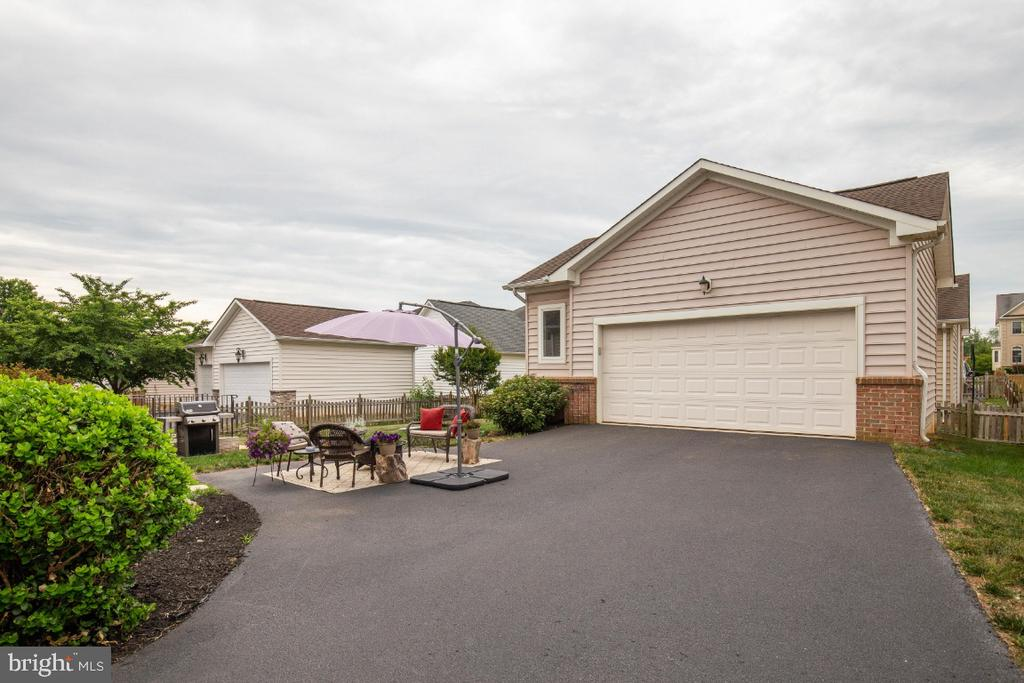 Oversized 2 Car Garage and Wide Driveway - 41873 REDGATE WAY, ASHBURN