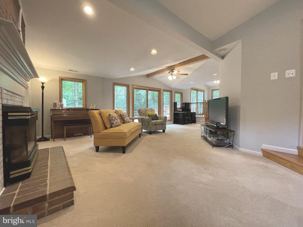 Spacious living room - 5919 VERNONS OAK CT, BURKE