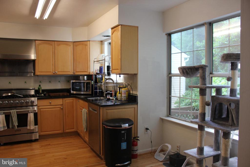 Kitchen - 8235 WALNUT RIDGE RD, FAIRFAX STATION