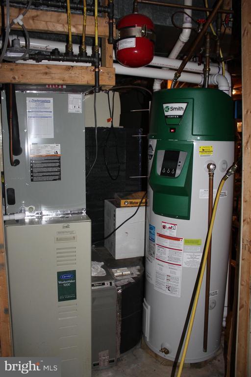 Utility room - 8235 WALNUT RIDGE RD, FAIRFAX STATION