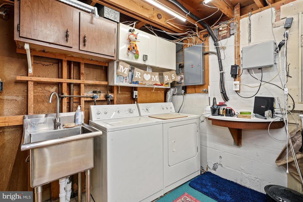 Laundry/Utility Room with utility Sink - 4303 FIELDING ST, ALEXANDRIA