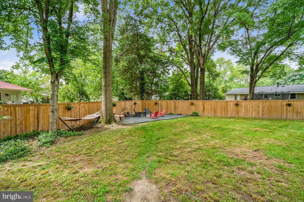 GORGEOUS Fully Fence Back Yard - 4303 FIELDING ST, ALEXANDRIA