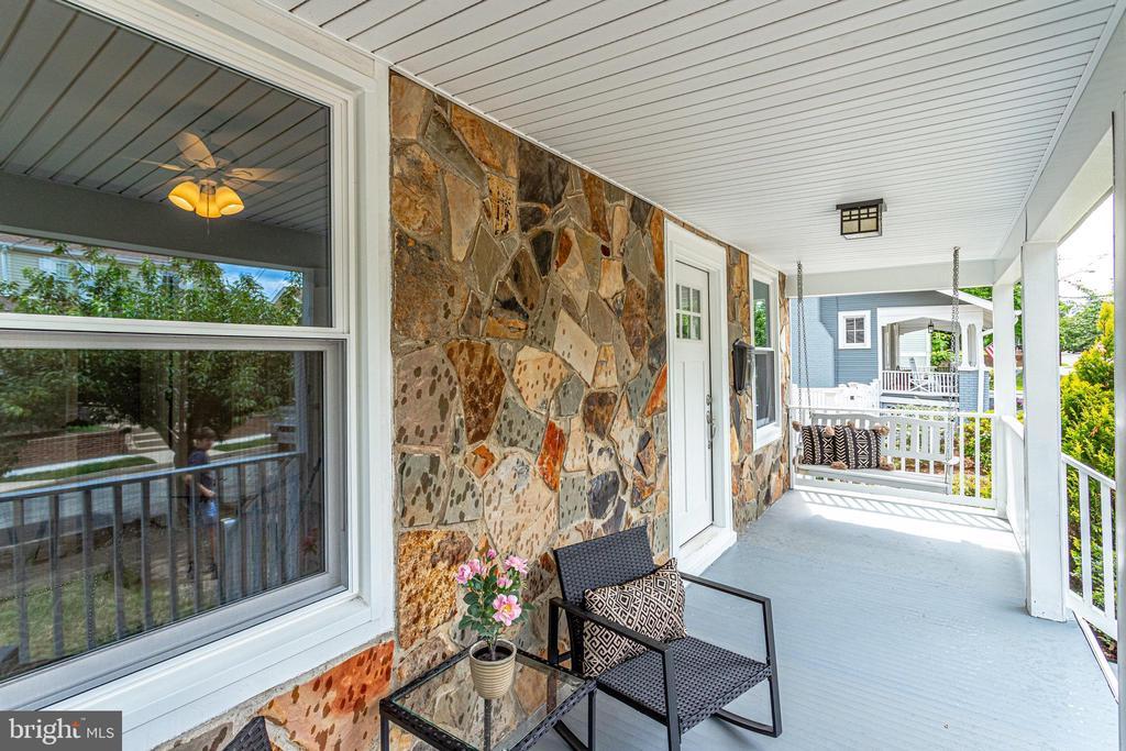Inviting front porch - 728 20TH ST S, ARLINGTON