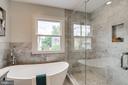 Soaking tub in master bathroom - 728 20TH ST S, ARLINGTON