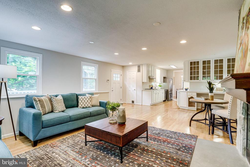 Open concept kitchen and family room - 728 20TH ST S, ARLINGTON