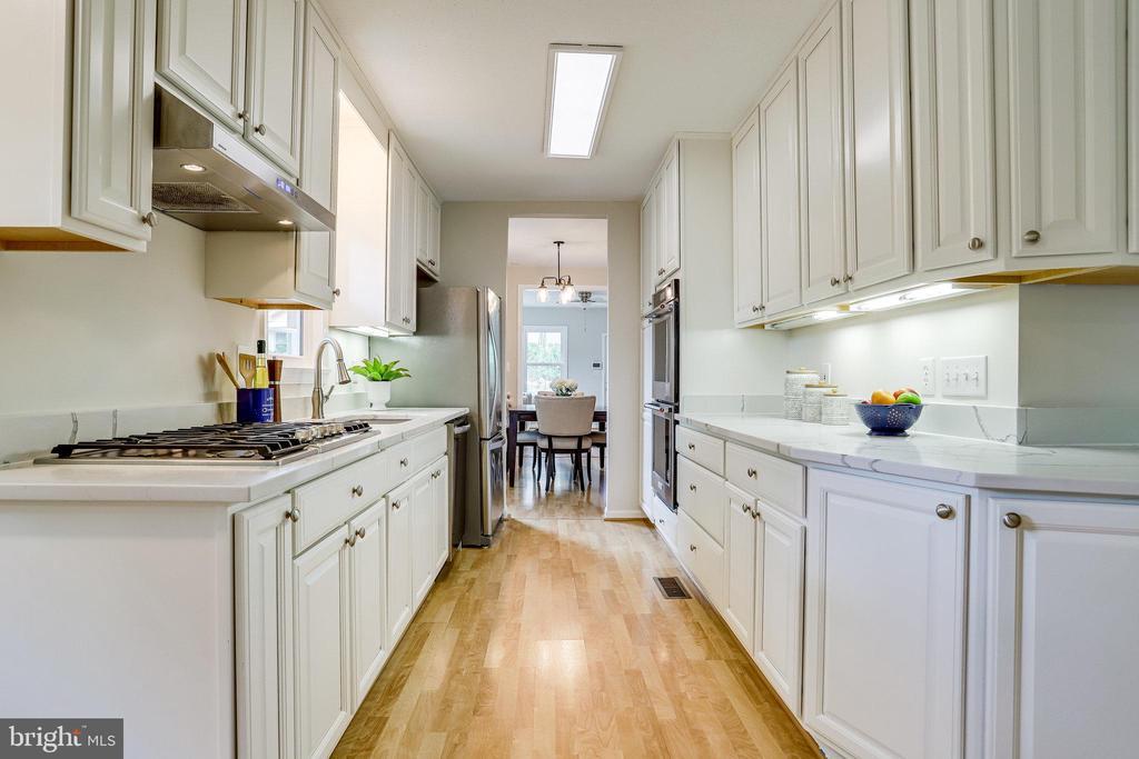 Spacious kitchen - 728 20TH ST S, ARLINGTON