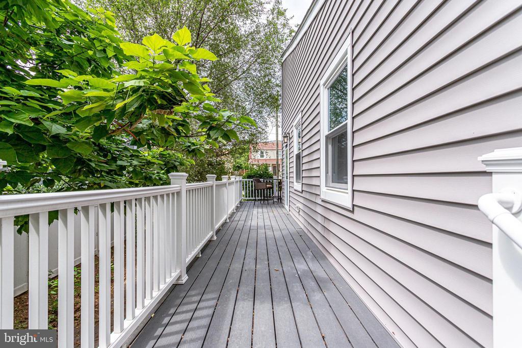 Deck off side door - 728 20TH ST S, ARLINGTON