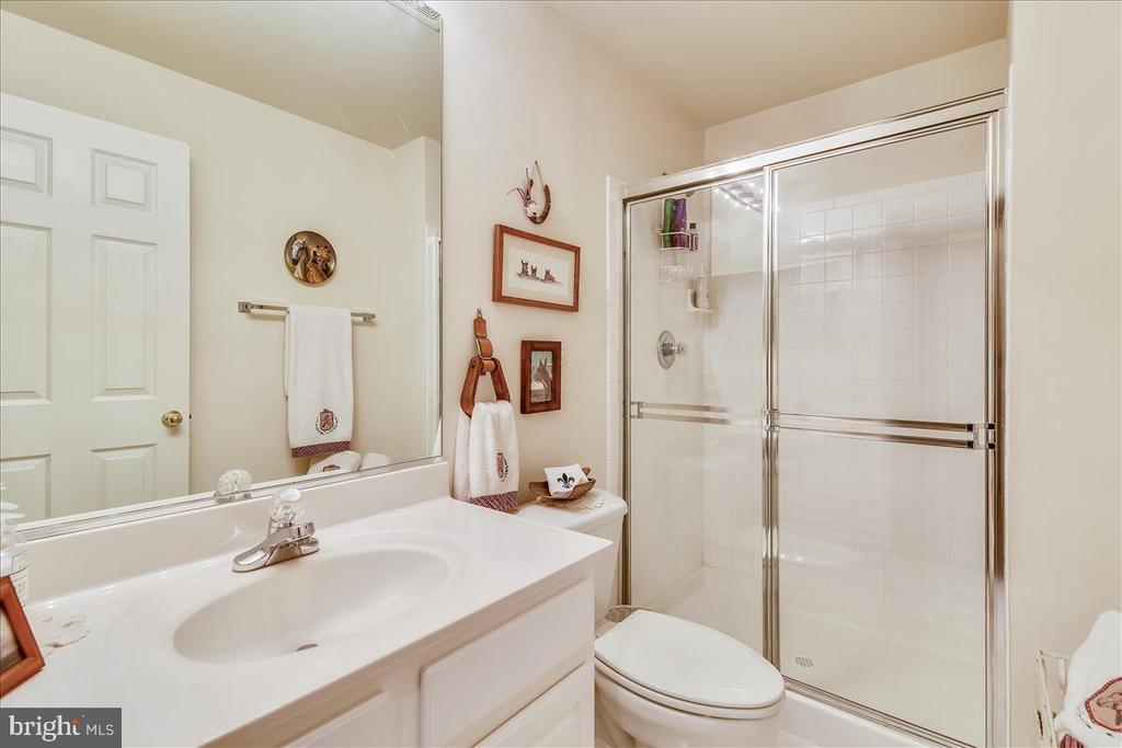 Hall bath - 43427 WILD DUNES SQ, LEESBURG