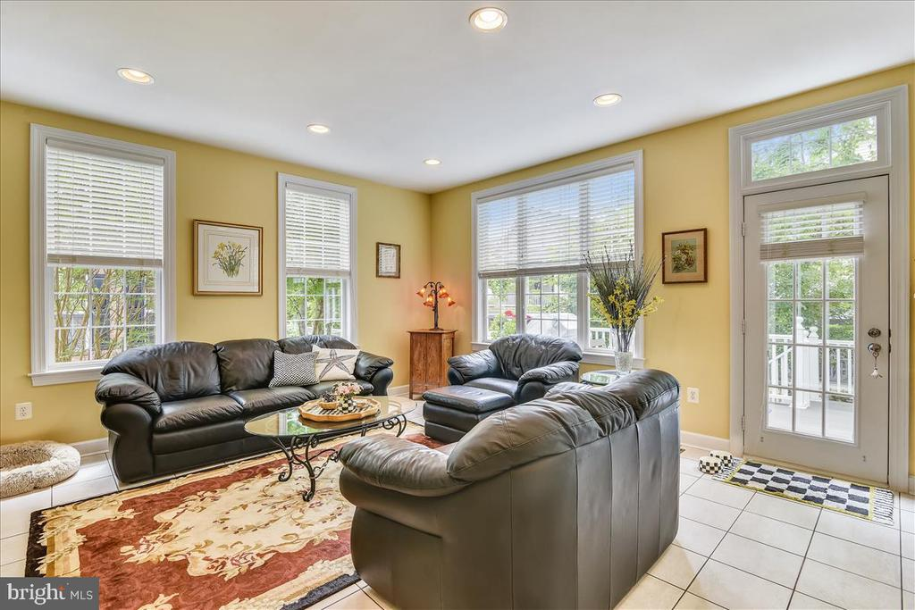Family room with access to deck - 43427 WILD DUNES SQ, LEESBURG