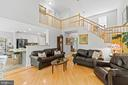 Light, bright and open family room - 17318 ARROWOOD PL, ROUND HILL
