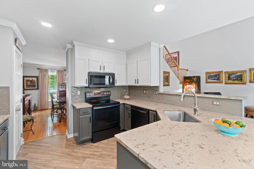 Black Stainless Steel Appliances - 17318 ARROWOOD PL, ROUND HILL