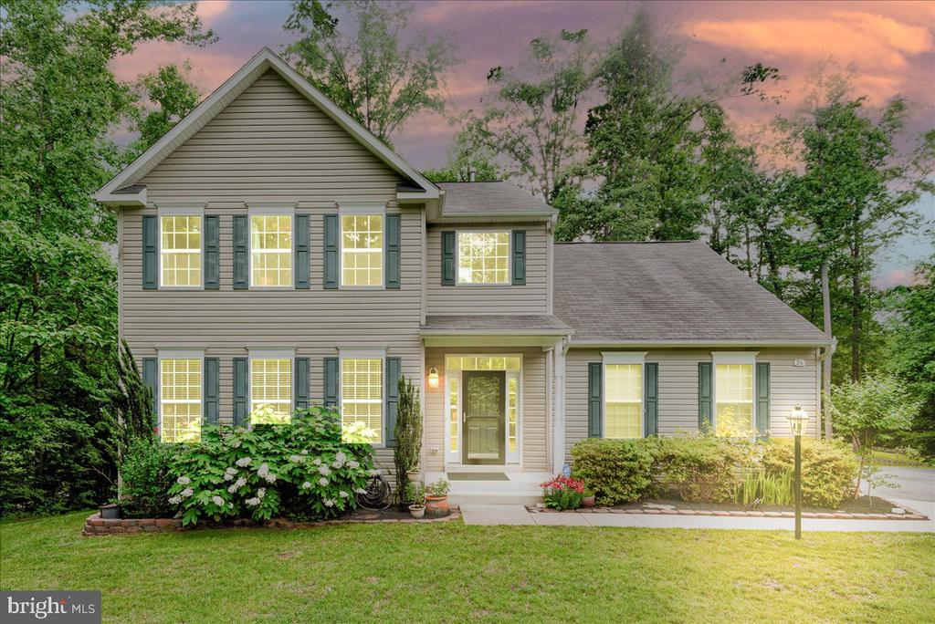 Amazing home. Over 4,000 finished Sq ft 3.8 Acres! - 26 BLOSSOM TREE CT, STAFFORD