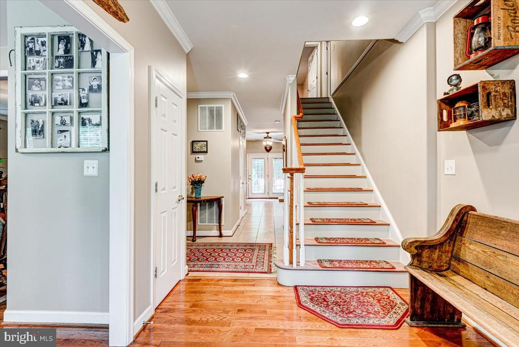 Hardwood flooring through out first level - 26 BLOSSOM TREE CT, STAFFORD