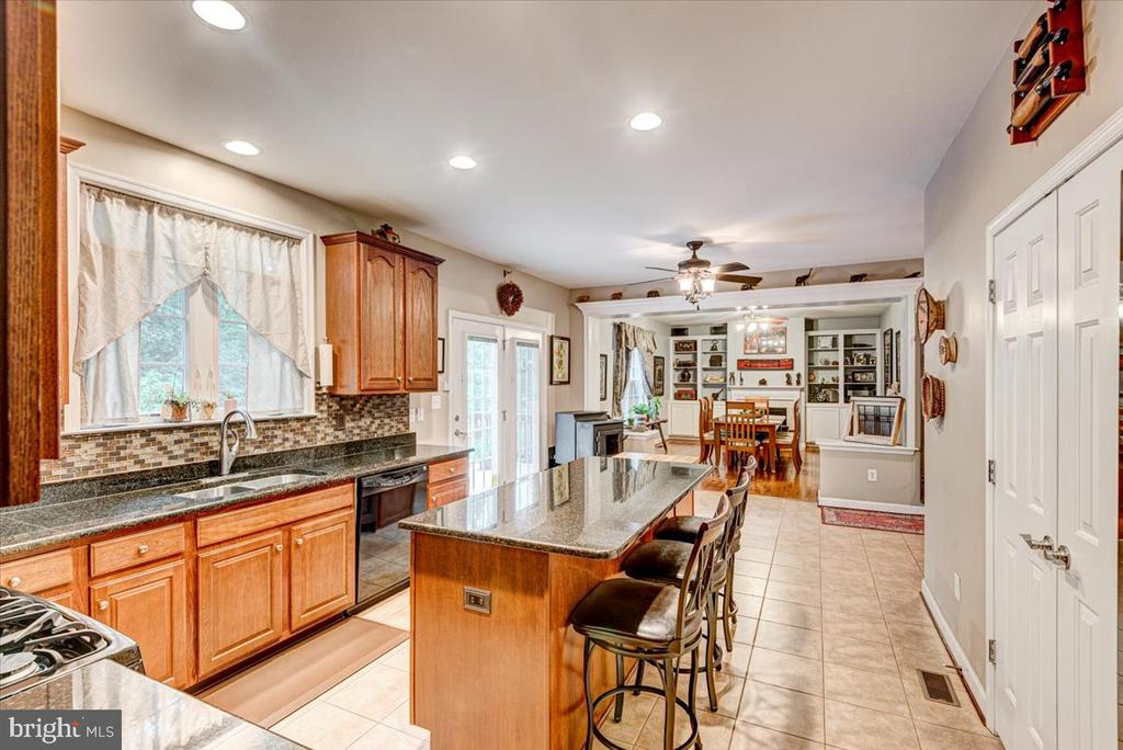 Recessed lighting and plenty of table space. - 26 BLOSSOM TREE CT, STAFFORD