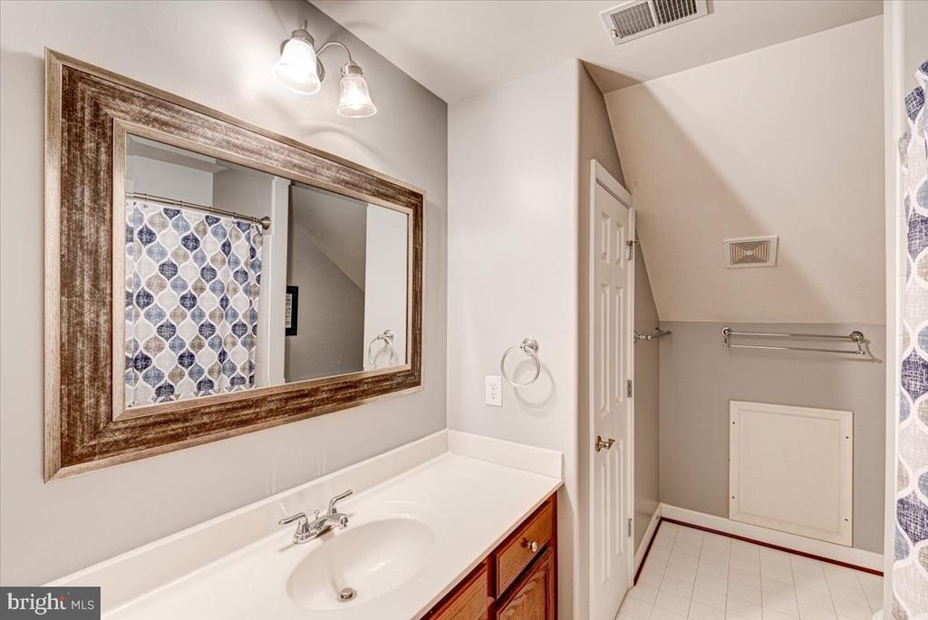 3 full baths on upper level - 26 BLOSSOM TREE CT, STAFFORD