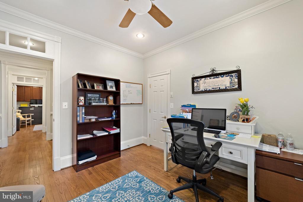 Office #3 with Hardwood Floors - 213 LOUDOUN ST SW, LEESBURG