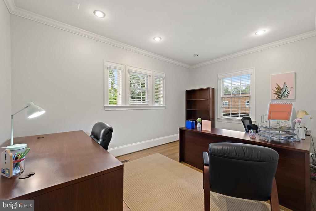 Large Office #7- Hardwood Floors - 213 LOUDOUN ST SW, LEESBURG