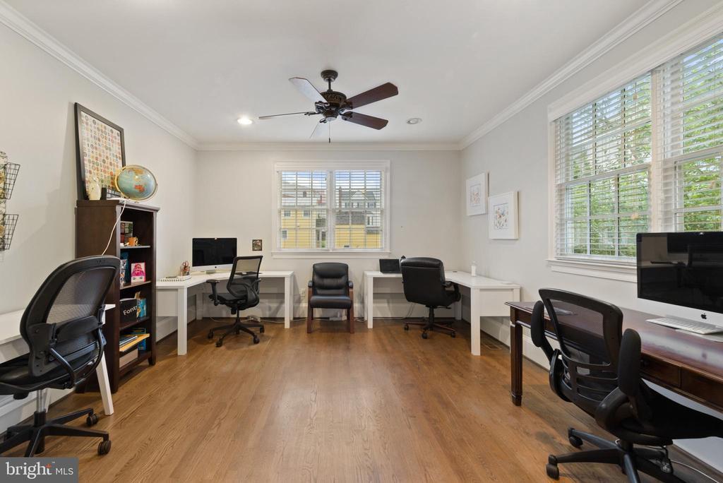 Large Office #6- Hardwood Floors & Ceiling Fan - 213 LOUDOUN ST SW, LEESBURG