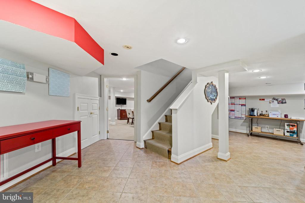 Lower Level Kitchen and Conference Room - 213 LOUDOUN ST SW, LEESBURG