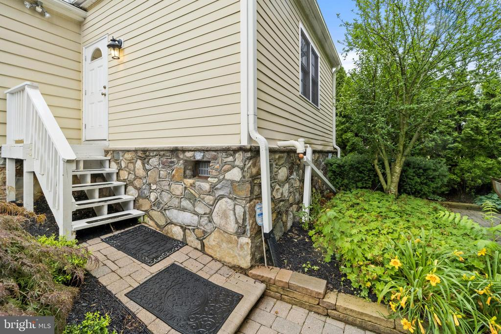 Rear Entry by Patio - 213 LOUDOUN ST SW, LEESBURG