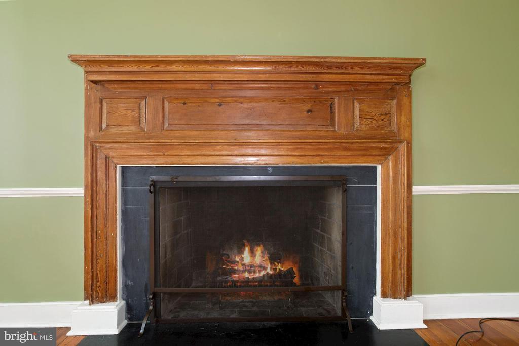 Original mantle in living room - 675 LIME MARL LN, BERRYVILLE