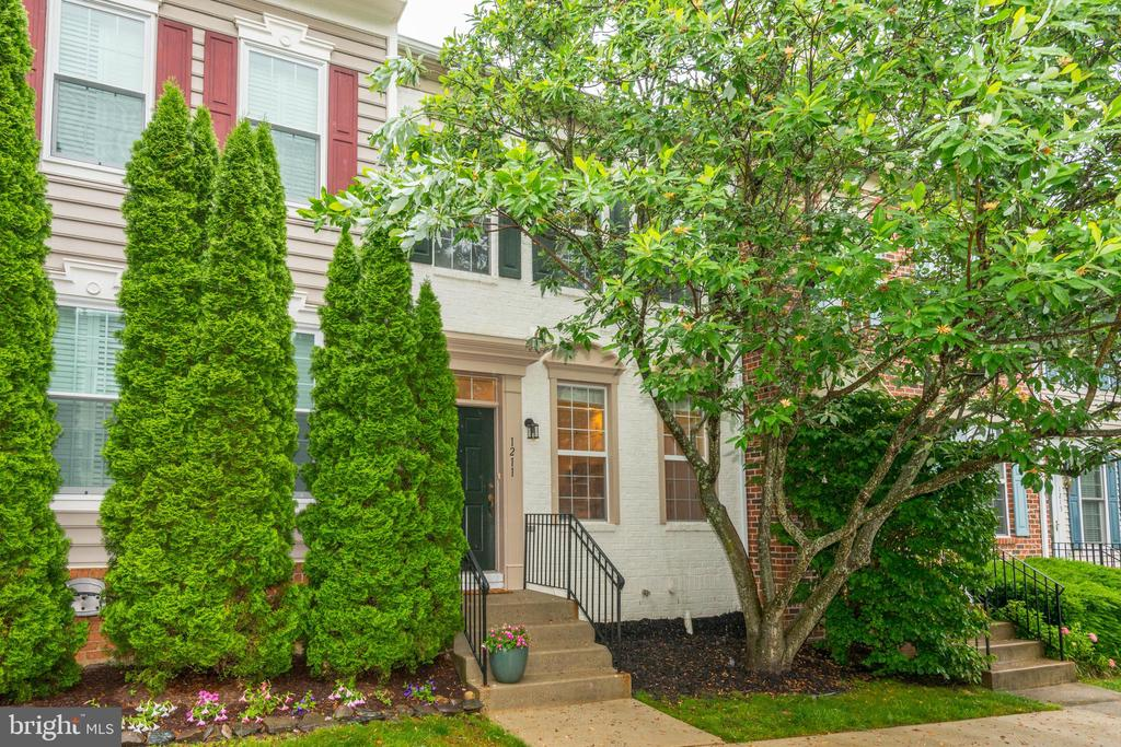 Welcome to 1211 Heritage Commons Court - 1211 HERITAGE COMMONS CT, RESTON
