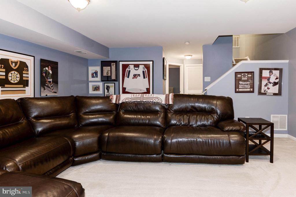 Lower Level Family Room w/ Gas Fireplace - 1211 HERITAGE COMMONS CT, RESTON