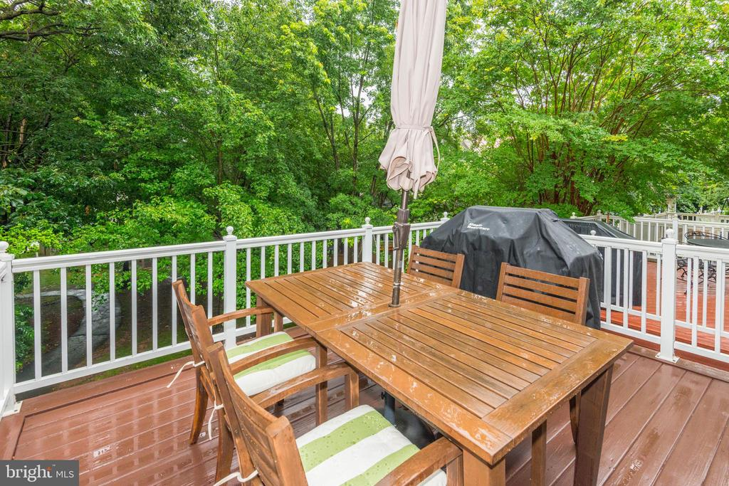 Deck Backing to Trees for Privacy - 1211 HERITAGE COMMONS CT, RESTON