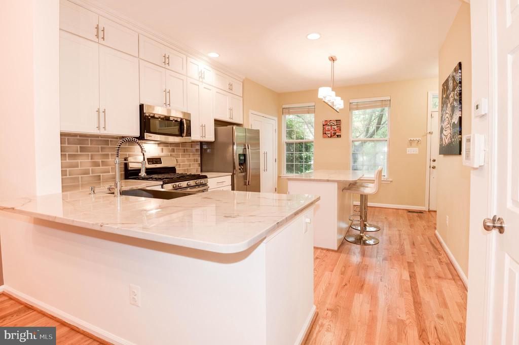 Space for 4 Barstools - 1211 HERITAGE COMMONS CT, RESTON