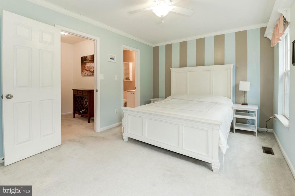Bedroom #2 with Full En-Suite Bathroom - 1211 HERITAGE COMMONS CT, RESTON